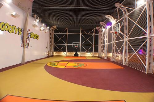 Goofy's Sports basketball court