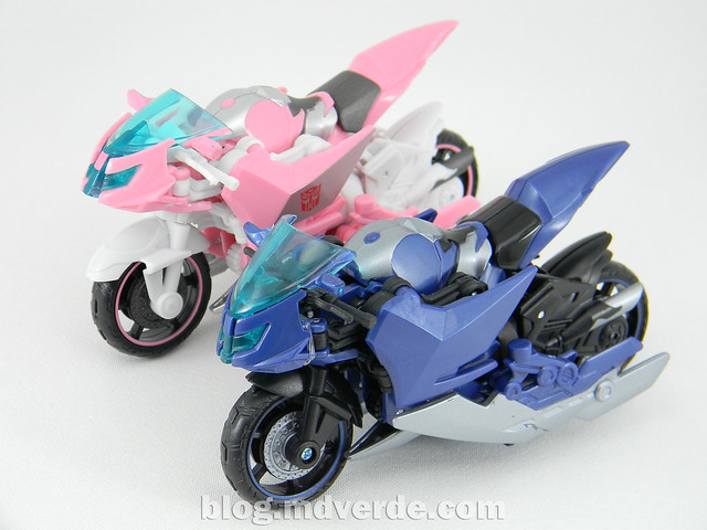 Transformers Arcee Deluxe - Prime First Edition - modo alterno vs NYCC