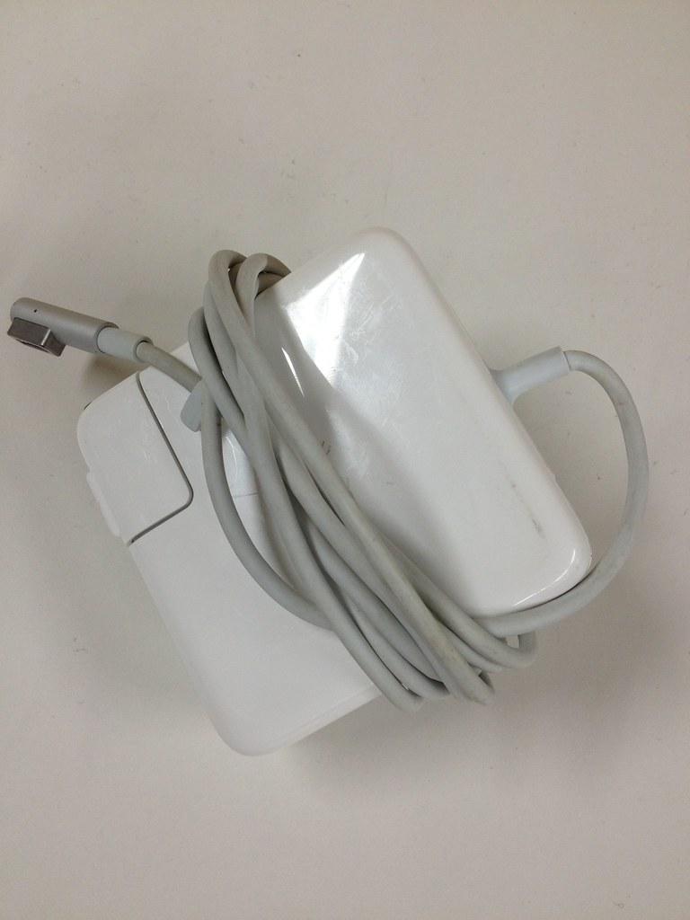 Macbook 電源プラグ