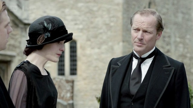 DowntonAbbeyS02E08_funeral_Maryhat+Carlyle