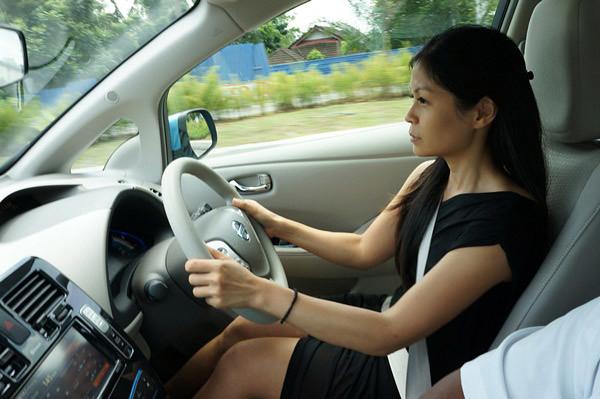 nissan leaf - all electric car-030