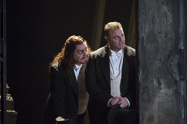 Bryn Terfel as Méphistophélès and Joseph Calleja as Faust in Faust, The Royal Opera, © ROH / Bill Cooper 2014