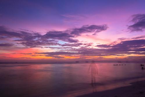 ocean sunset shadow sea orange cloud sun beach landscape island asia purple sundown philippines boracay 风景 日落 海滩 海边 落日 海洋 美景 夕阳 岛 大海 紫色 亚洲 沙滩 菲律宾 橙色 人影 长滩岛