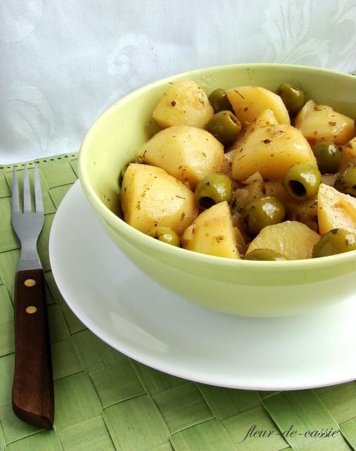 картофель в белом вине с оливками