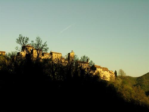 italy italia village borgo montefeltro italianlandscape castellodellapieve dantealighieriexile