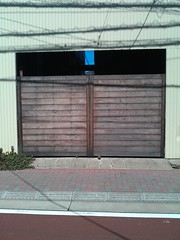 window covering(0.0), building(1.0), garage door(1.0), garage(1.0), property(1.0), gate(1.0), door(1.0), facade(1.0),
