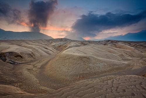 travel sunset indonesia java sand smoke mount ash dust bromo helminadia