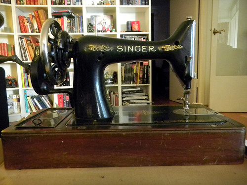 Cleaning an old Singer sewing machine WeSewRetro Extraordinary Cleaning A Singer Sewing Machine