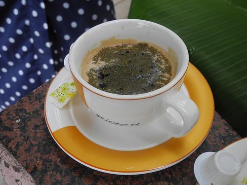 香氣襲人的刺蔥咖啡,刺蔥是多乃自己種的。