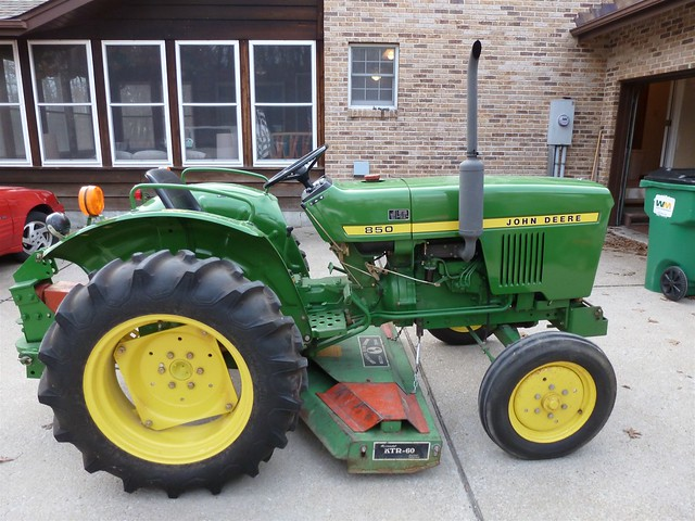 John Deere 850 Diesel Tractor : Fe c b z g