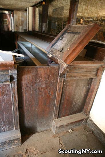Etonnant The Old Flip Top Bar Door Still Remains: 09