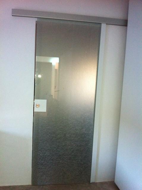 Casas cocinas mueble puerta corredera cristal - Montar puerta corredera ...