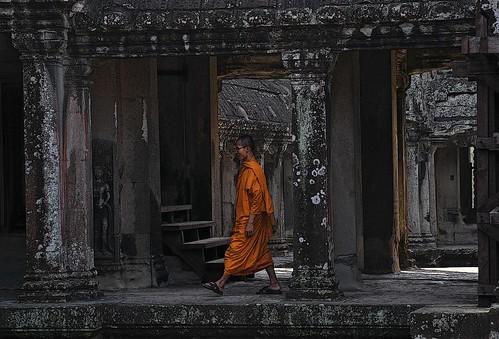marek.krzystkiewicz' photo of monk at Angkor Wat.