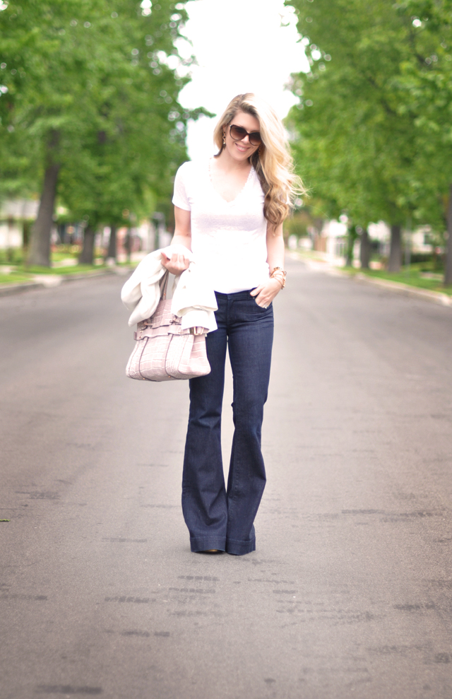 dark wash flared jeans and v- neck