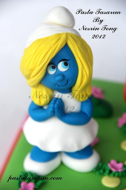 SUMURFS BIRTHDAY CAKE
