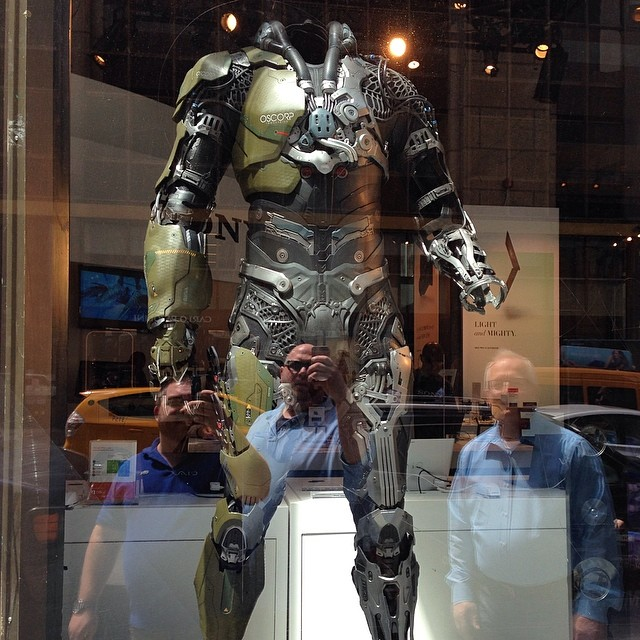 Green Goblin armor (Amazing Spider-Man 2) in the window of ...