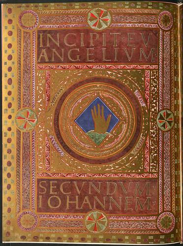 018-Incipit con figura de la mano de Dios-Evangeliar  Codex Aureus - BSB Clm 14000-© Bayerische Staatsbibliothek