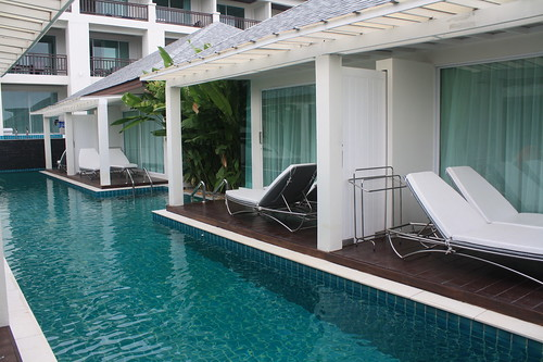 pool access villa (1)