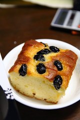 meal(0.0), berry(0.0), plant(0.0), produce(0.0), breakfast(1.0), baking(1.0), baked goods(1.0), fruit cake(1.0), fruit(1.0), food(1.0), dish(1.0), dessert(1.0), cuisine(1.0),