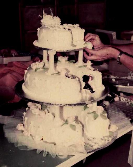 Horseshoe shaped wedding cake Flickr - Photo Sharing!