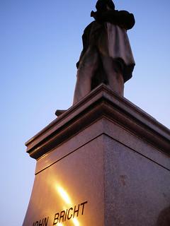 Bild von John Bright. uk england history statue square manchester corn albert victorian civic laws