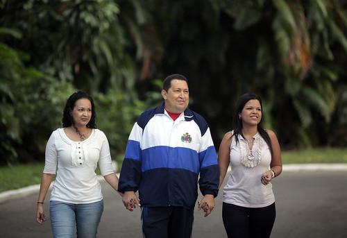 Foto presidente Chávez e hijas