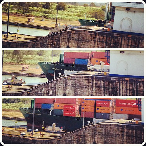 #ship moving through the locks at the #panamacanal #panama #centralamerica #motion #pacific #atlantic #amazing #igerspanama