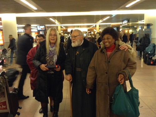 F. Theophilus and some of the meeting organizers welcoming Vassula at the airport.
