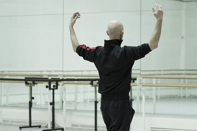Wayne McGregor in rehearsal for Obsidian Tear, The Royal Ballet © ROH 2016. Photograph by Andrej Uspenski