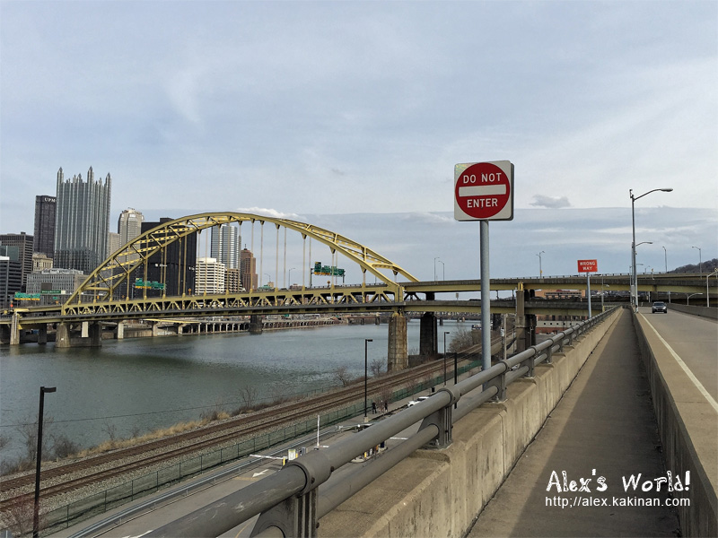 Walking to downtown Pittsburgh through Fort Pitt Bridge, from Duquesne Incline: Do Not Enter and Wrong Way