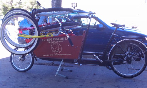 Flying Pigeon LA bakfiets loaded up with four rental bikes, ready to delivery