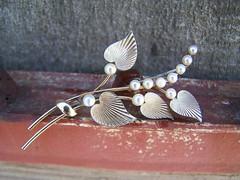 pearl_brooch