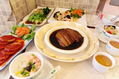 crazy stewed pork belly with buns, sweet and sour lotus root, shrimp with vegetables, chinese cabbage