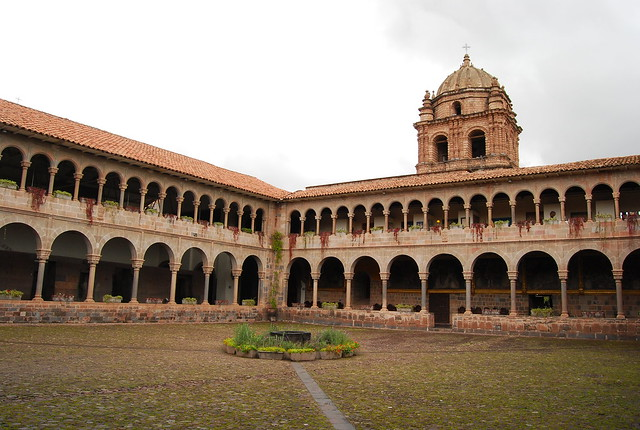Patio del convento de Santo Domingo en Cusco