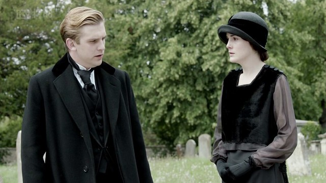 DowntonAbbeyS02E08_funeral_MatthewMary_black
