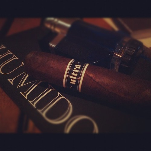 Smoking a MK ~ultra~ by @illusionecigars