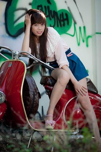 [フリー画像素材] 人物, 女性 - アジア, 乗り物・交通 - 人物, スクーター, ベトナム人 ID:201202290800