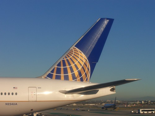 United Airlines Boeing 777-222