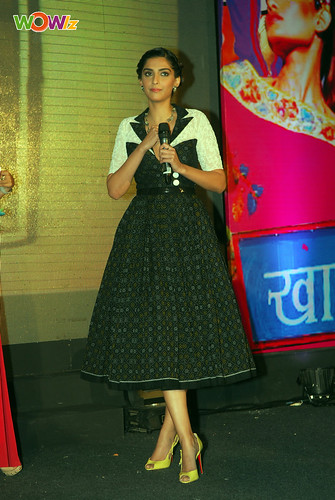 Sonam-Kapoor-At-Mid-Day-Anthem-Party