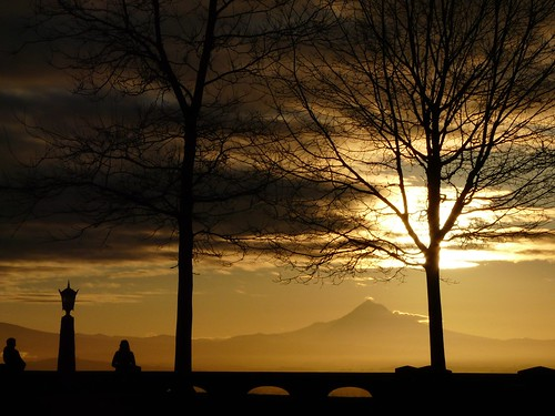 trees people sun silhouette wall clouds oregon portland lamppost mthood picnik rockybutte 100possibilities sunrtise