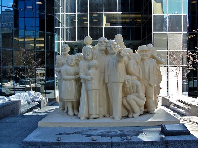 Monuments_montréalais, Foule_illuminée 2
