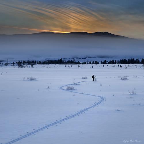 snow mountains fog sunrise photographer idaho crosscountry trail stanley rays crosscountryskiing