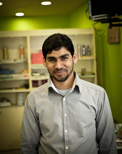 Mohammed en su peluquería