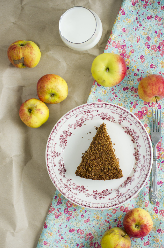 Leiva-õunakook / Rye bread and apple cake