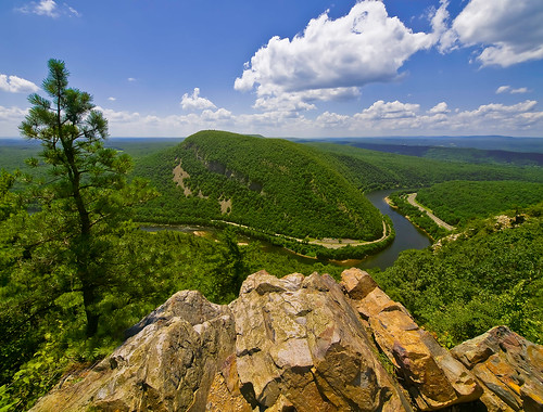 Mt Minsi Pa. from Mt Tammany NJ.  Photo © Michael T. Pyle.