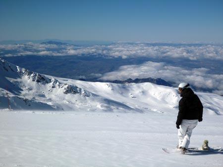 Snowboarder en Sierra Nevada