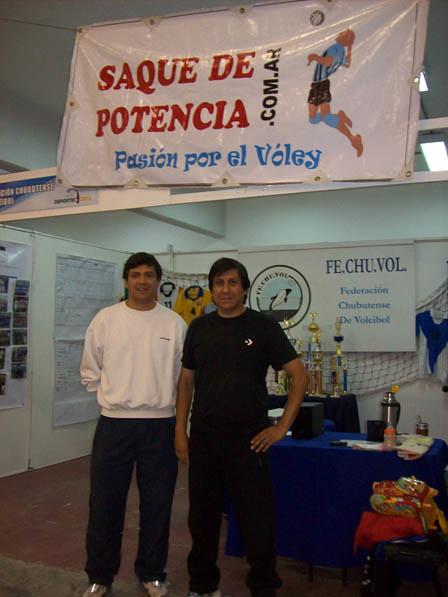 Alejandro y Carlos Miguel en el stand de la FeChuVol