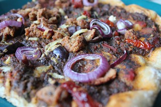 pizza with seitan crumble - done