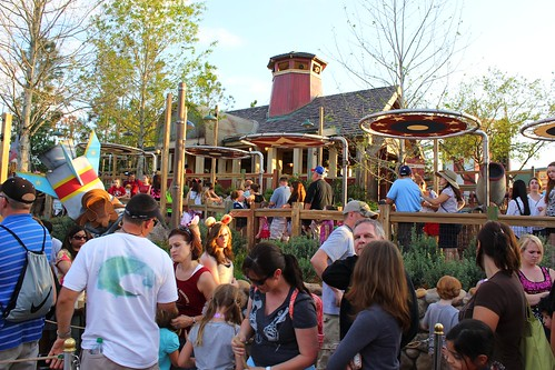 Barnstormer queue - Storybook Circus