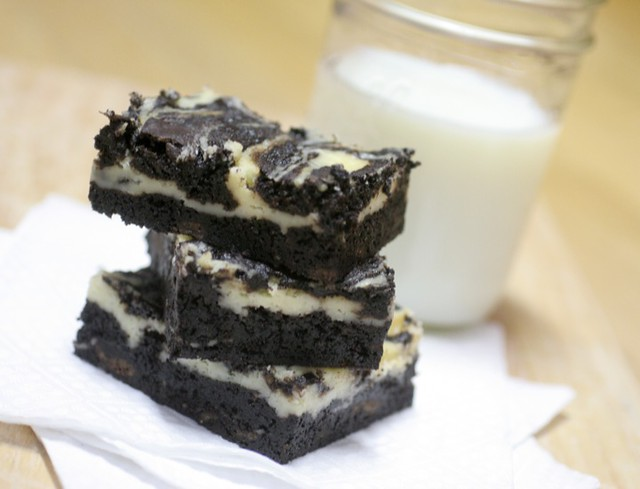 St. Patrick's Day Desserts: Thin Mint Cheesecake Brownies